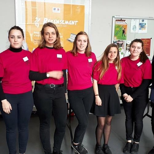 Un forum des métiers organisé par les Terminales Accueil du lycée à Dinard