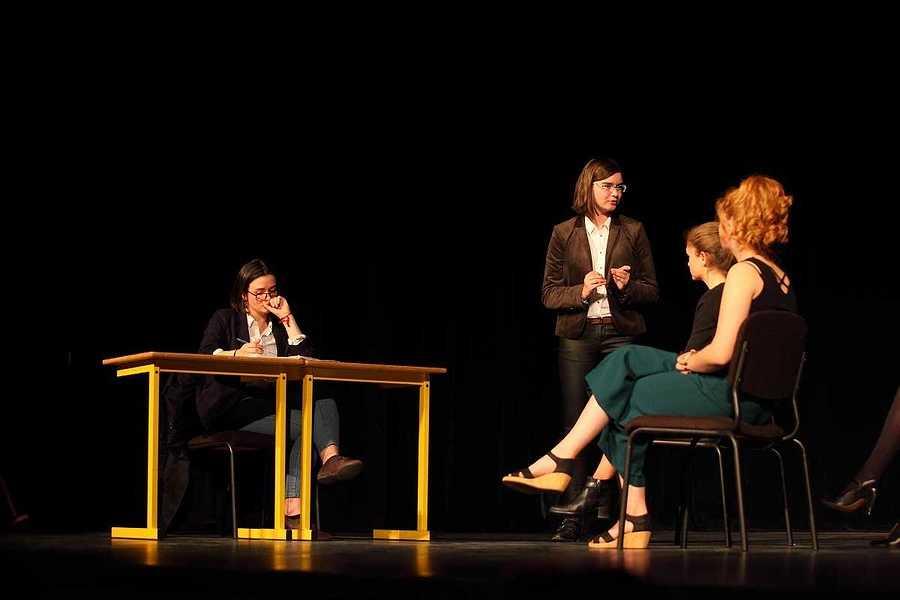 Spectacle des élèves de l'option théâtre du lycée : un public au rendez-vous 2019-05-07-20-22-14-bq