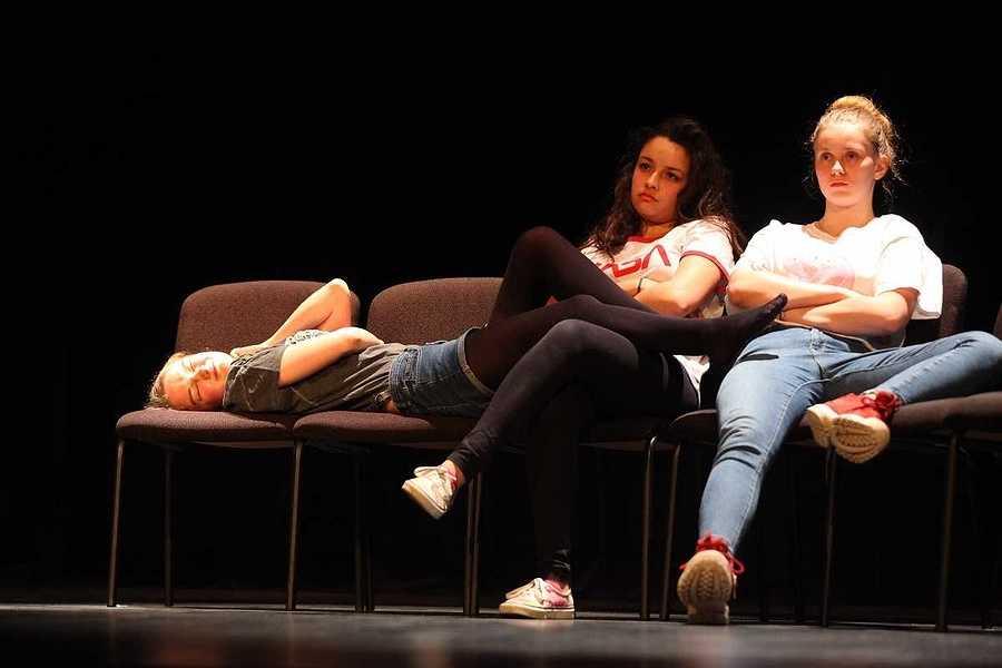 Spectacle des élèves de l'option théâtre du lycée : un public au rendez-vous 2019-05-07-20-47-10-bq