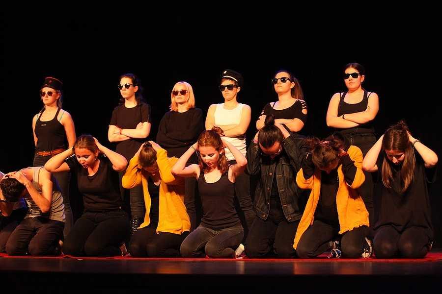 Spectacle des élèves de l'option théâtre du lycée : un public au rendez-vous 0