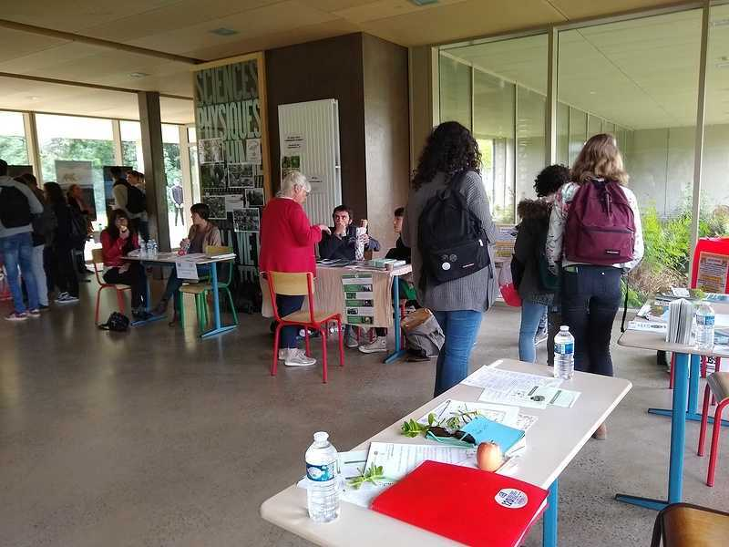 Forum des associations écolos au lycée : une première édition réussie img20190516125115844