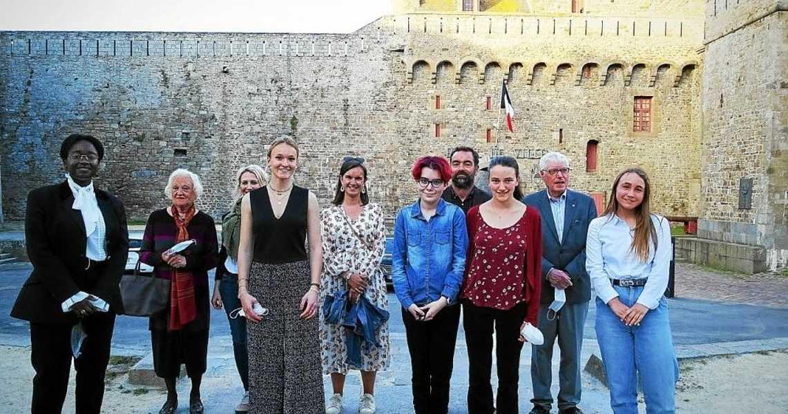 Deux lycéennes de Jacques Cartier remportent le concours d'éloquence du Rotary Club 0